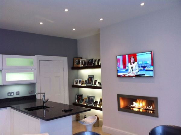 Frameless gas fire with ribbon of flame