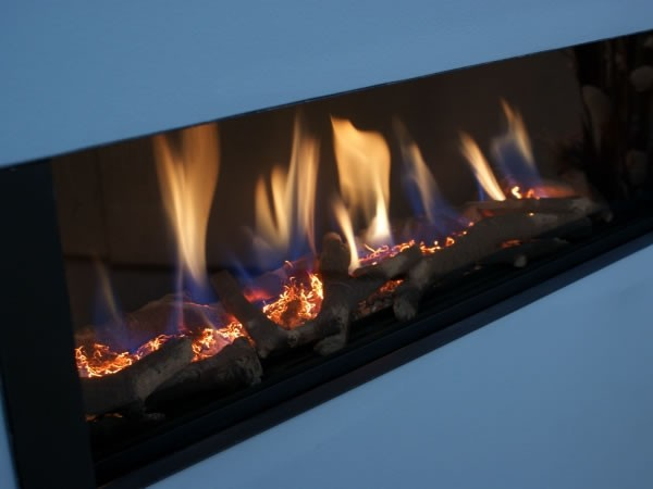 FR920 High Efficiency Gas Fire Close Up Of Flame And Logs