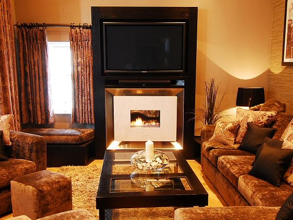 Read more about the article Recessed Classico Flueless Gas Fire Installation with TV Above